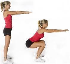 femme faisant des squat